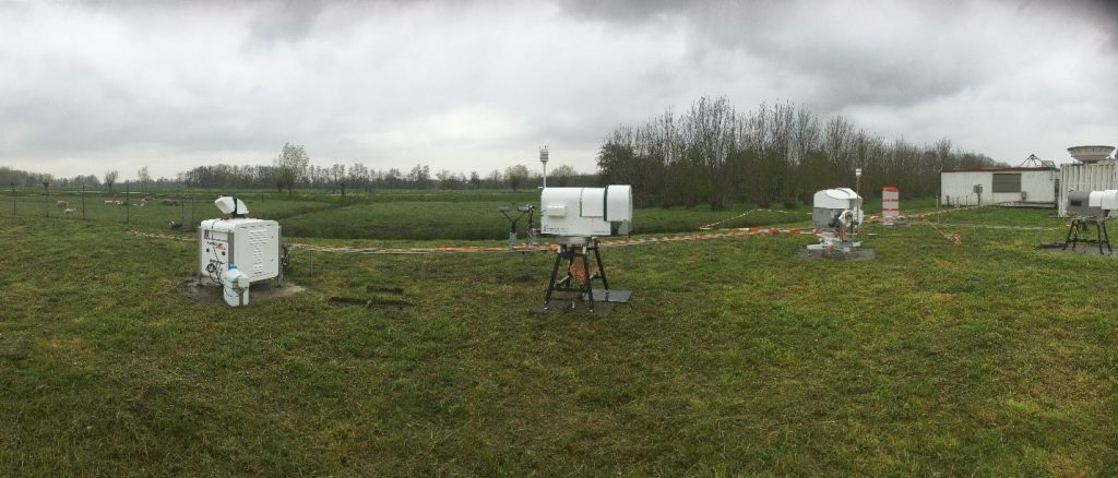 From left to right: WindCube, microwave radiometer and mobile dual frequency cloud radar in the field of Cabauw. Picture by Jose Dias Neto (TU Delft)